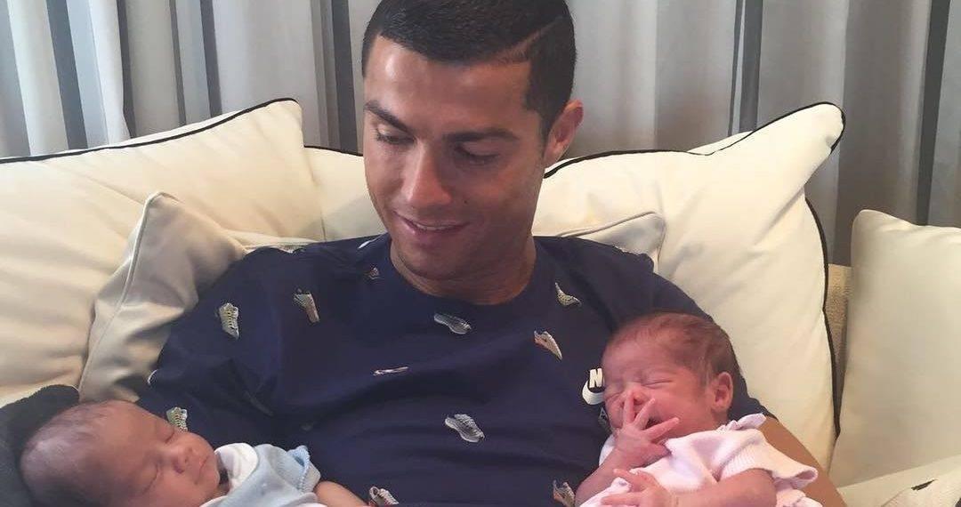 37c0bab88e Megszülettek Cristiano Ronaldo iker babái | HelloBaby! magazin